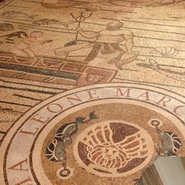 バーカロの床は大理石のモザイク画